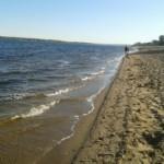 Товарищ! Выпил на пляже, выбрось бутылку в урну!