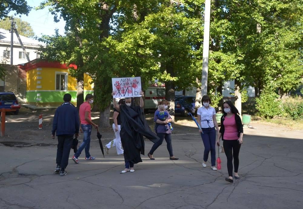 Сызранские активисты провели флешмоб у станции «Скорой помощи»