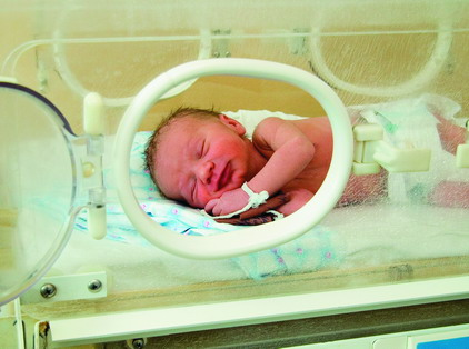 Самарские врачи выходили недоношенного малыша весом 490 гр