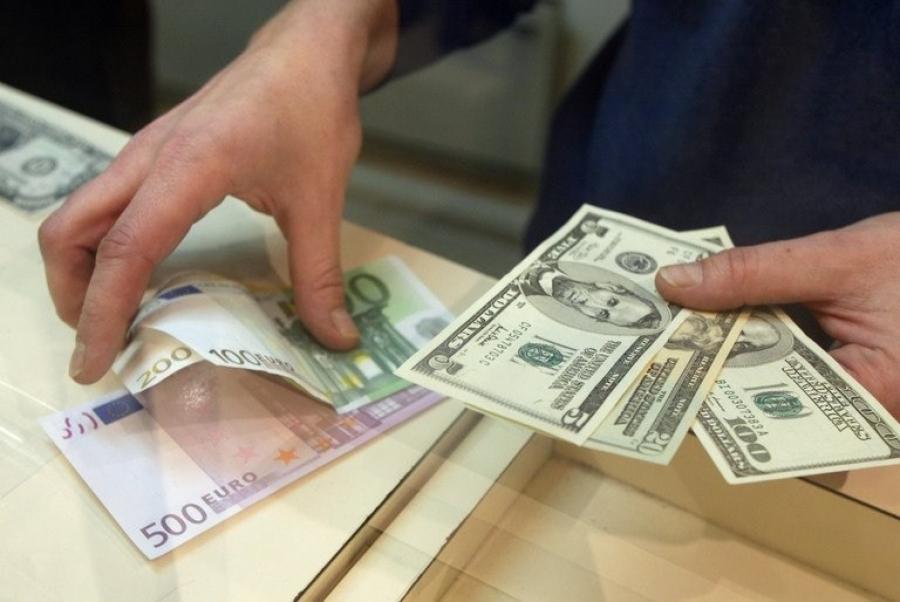 Центробанк ужесточил правила обмена валюты