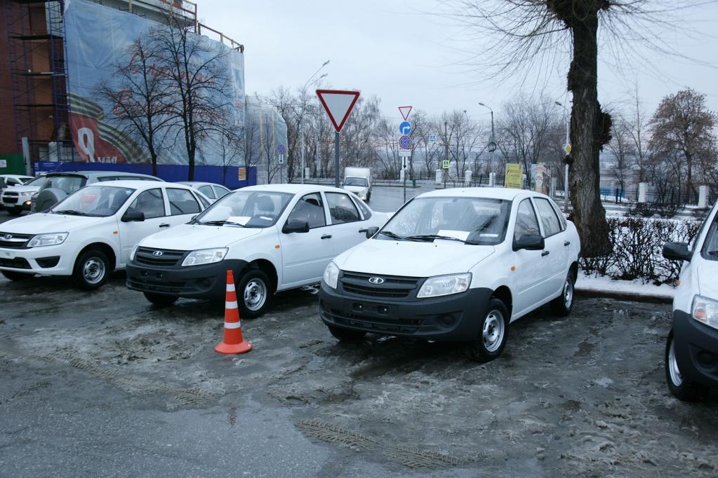 Фонд социального страхования передал 19 машин гражданам, пострадавшим на производстве