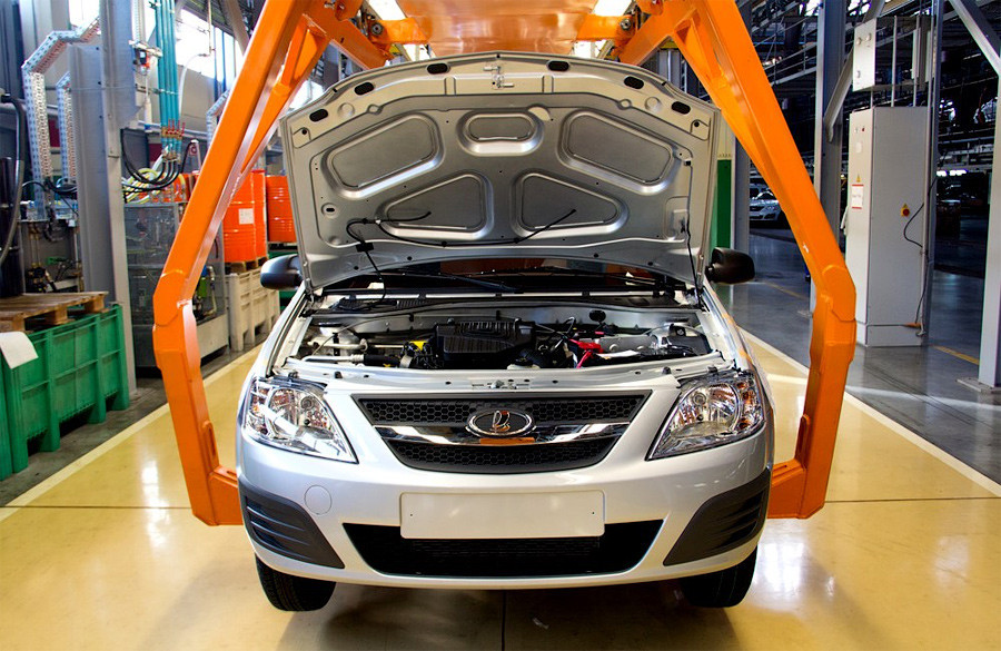 АвтоВАЗ сокращает зарплаты работникам на 20%