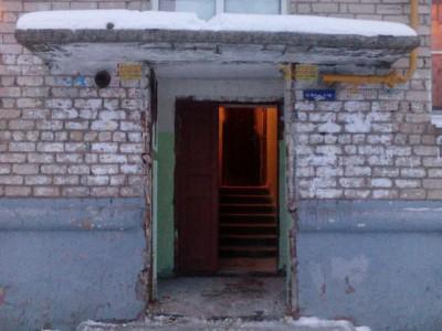 Жильцы дома, отказавшись от услуг «домофонщиков», лишились входной двери