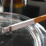 Коммунисты предлагают разрешить курение в общественных местах