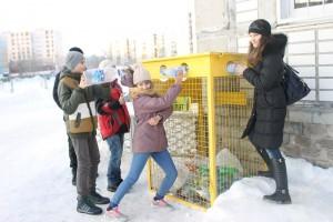 Самарских школьников заставили собирать бутылки и мусор
