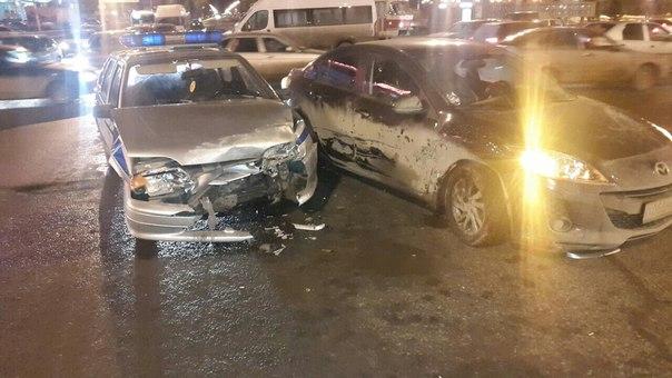 В Самаре водитель протаранил полицейскую машину: есть пострадавшие