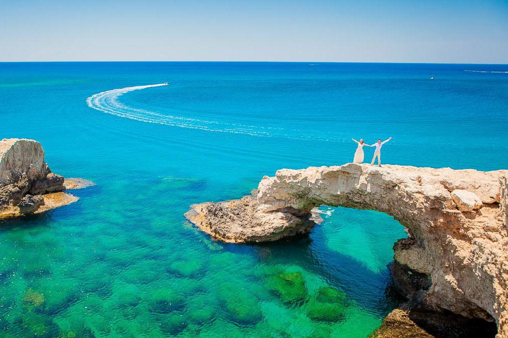 Что выбрать: организовать свадебную фотосессию самому или воспользоваться услугами профессионального фотографа на Кипре?