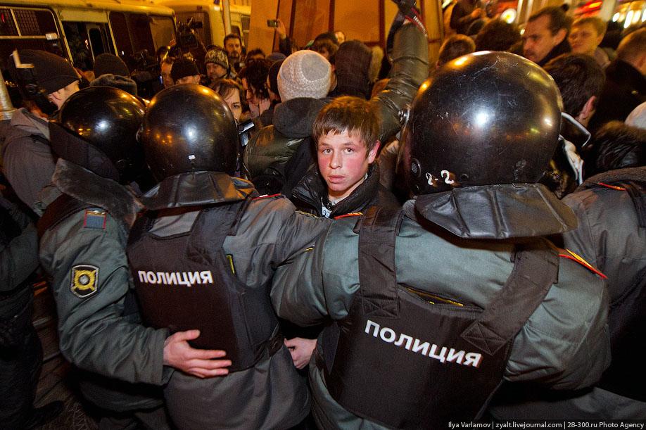 Политическое насилие: кто, за что и как борется с оппозицией