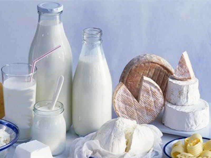 """Россельхознадзор: """"Производители добавляют в молоко крахмал, мел, гипс, соду, известь и борную кислоту"""""""