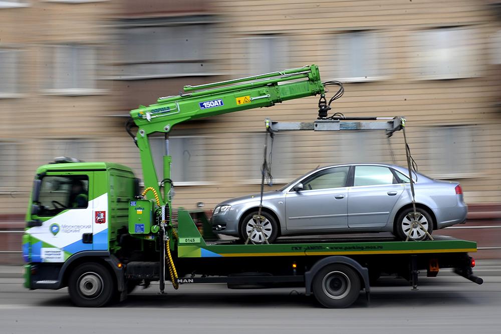 Забирать автомобиль со штрафстоянки разрешат без оплаты за эвакуацию