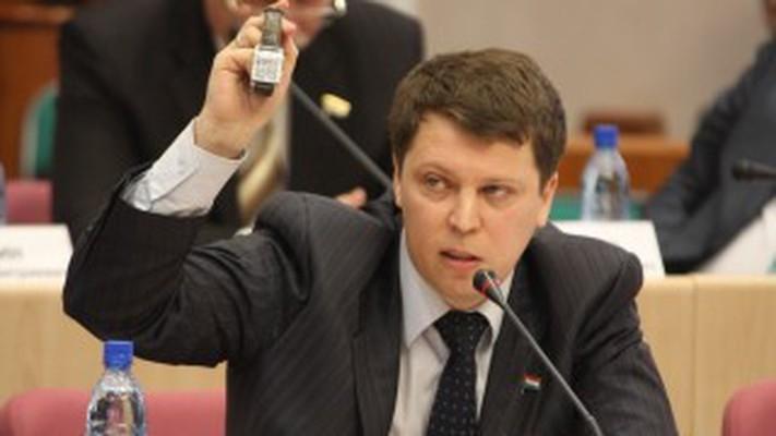 Единоросс Дмитрий Полухин похитил агитационный куб Сергея Турусина и  Михаила Матвеева
